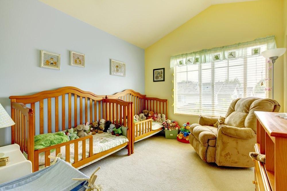 glider vs rocking chair nursery gliderz. Black Bedroom Furniture Sets. Home Design Ideas